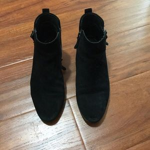 Vince camuto VC-ticera black aged suede 7.5M